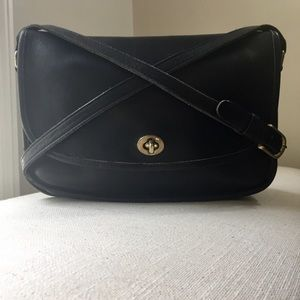 COACH Beautiful Vintage Black Leather Crossbody